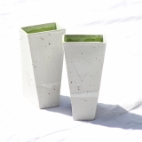 Tårnvaser, hvide udvendige og grønne indvendige